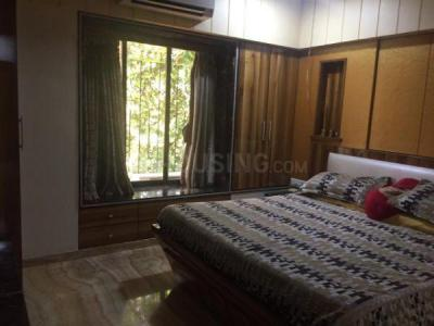 Gallery Cover Image of 1800 Sq.ft 3 BHK Apartment for rent in Deccan, Bandra West for 150000
