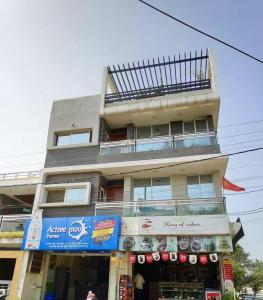 Gallery Cover Image of 6500 Sq.ft 5 BHK Independent House for buy in Mahalakshmi Nagar for 33000000