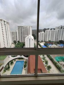Gallery Cover Image of 1545 Sq.ft 4 BHK Apartment for rent in Godrej The Trees, Vikhroli East for 85000