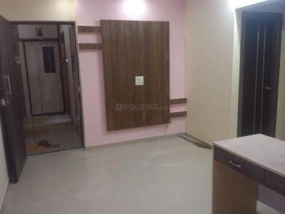 Gallery Cover Image of 590 Sq.ft 1 BHK Apartment for rent in Kandivali East for 25000
