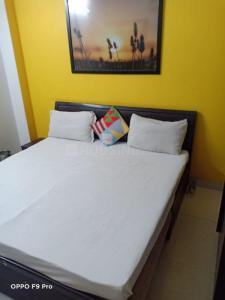 Gallery Cover Image of 812 Sq.ft 1 RK Independent Floor for rent in Pitampura for 14444
