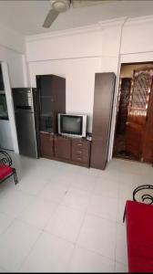 Gallery Cover Image of 450 Sq.ft 1 BHK Apartment for rent in Malad West for 23000