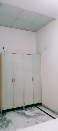 सेक्टर 39 में मरवा हाउसिंग के बेडरूम की तस्वीर