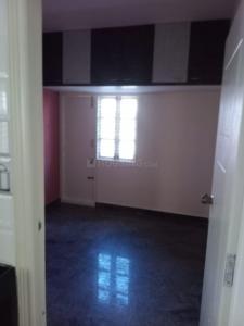 एच इन लाजपत नगर के लिविंग रूम की तस्वीर