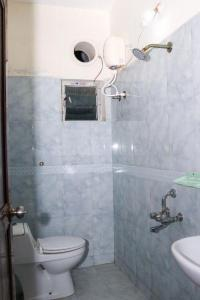 Bathroom Image of Gents/boys Urban Nest Luxury Paying Guest/hostel in Thoraipakkam