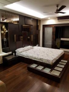 Gallery Cover Image of 4140 Sq.ft 4 BHK Apartment for rent in Narendrapur for 275000