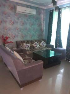 Gallery Cover Image of 800 Sq.ft 1 BHK Independent House for rent in Sector 10A for 10500
