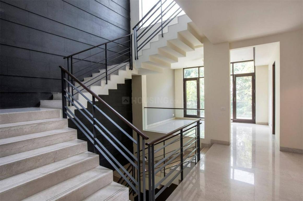Staircase Image of 7000 Sq.ft 5 BHK Independent House for buy in DLF Phase 3 for 47000000