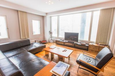 Gallery Cover Image of 1750 Sq.ft 2 BHK Apartment for rent in Parel for 95000