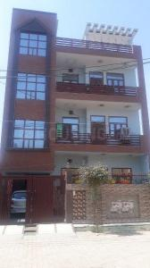 Gallery Cover Image of 1700 Sq.ft 2 BHK Independent Floor for rent in Sector 100 for 14000