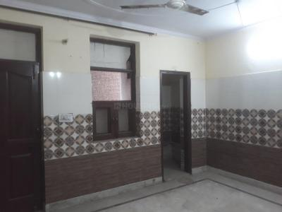 Gallery Cover Image of 1000 Sq.ft 3 BHK Independent Floor for rent in Dwarka Mor for 15000