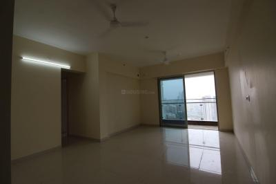 Gallery Cover Image of 1020 Sq.ft 3 BHK Apartment for rent in Shapoorji Pallonji Alpine, Kandivali East for 44000