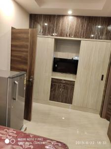 Gallery Cover Image of 450 Sq.ft 1 RK Independent Floor for rent in J-8/15, DLF Phase 2, DLF Phase 2 for 30000