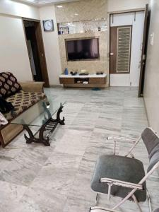Gallery Cover Image of 560 Sq.ft 1 BHK Apartment for buy in Radhika Darshan, Kandivali West for 11500000