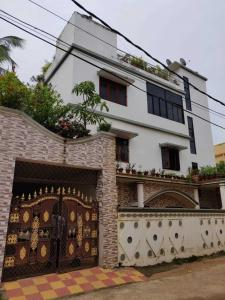 Gallery Cover Image of 3500 Sq.ft 8 BHK Independent House for buy in Jharapada for 65000000