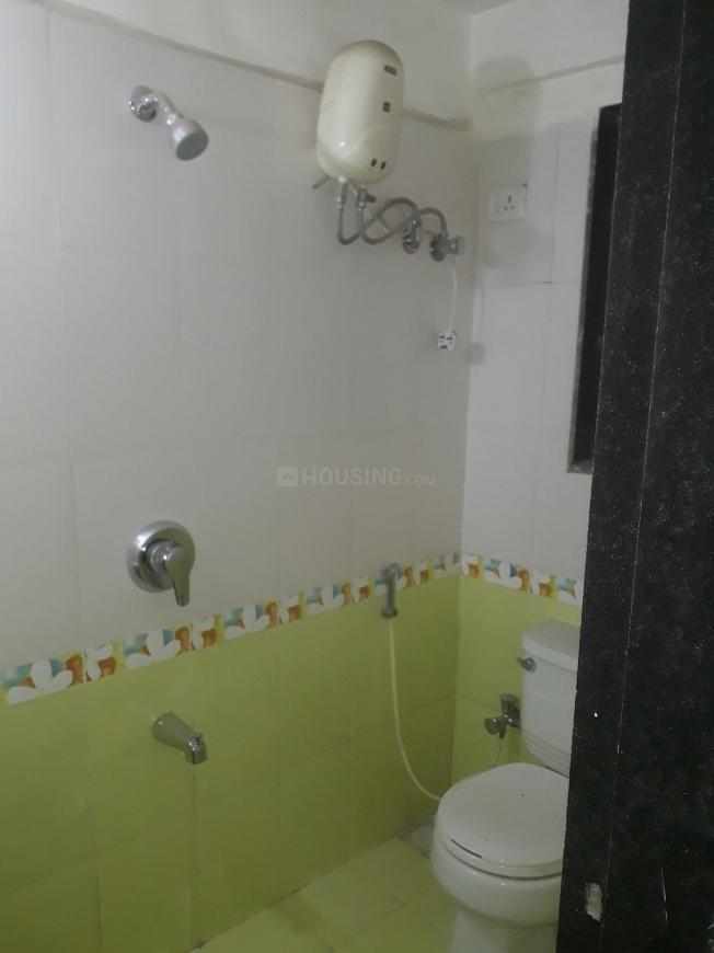 Common Bathroom Image of 975 Sq.ft 2 BHK Apartment for buy in Kandivali East for 12500000