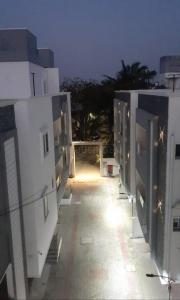 Gallery Cover Image of 2133 Sq.ft 4 BHK Villa for buy in Manapakkam for 12795867
