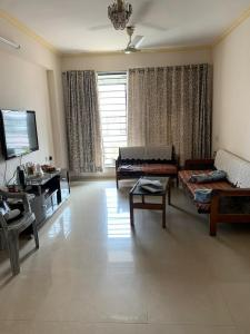 Gallery Cover Image of 1050 Sq.ft 3 BHK Apartment for rent in Borivali West for 49000