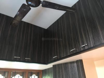 Gallery Cover Image of 1650 Sq.ft 2 BHK Apartment for rent in Sembakkam for 800000