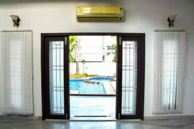 Gallery Cover Image of 5000 Sq.ft 4 BHK Independent House for rent in Uthandi for 125000