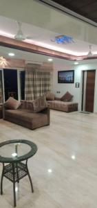 Gallery Cover Image of 3500 Sq.ft 4 BHK Apartment for rent in Lotus Link Square, Malad West for 225000