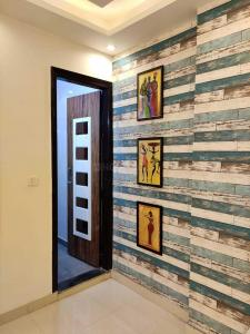 Gallery Cover Image of 585 Sq.ft 2 BHK Apartment for buy in Dwarka Mor for 3200000