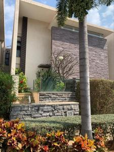 Gallery Cover Image of 5211 Sq.ft 5 BHK Villa for buy in Chaithanya Oakville, Whitefield for 40000000