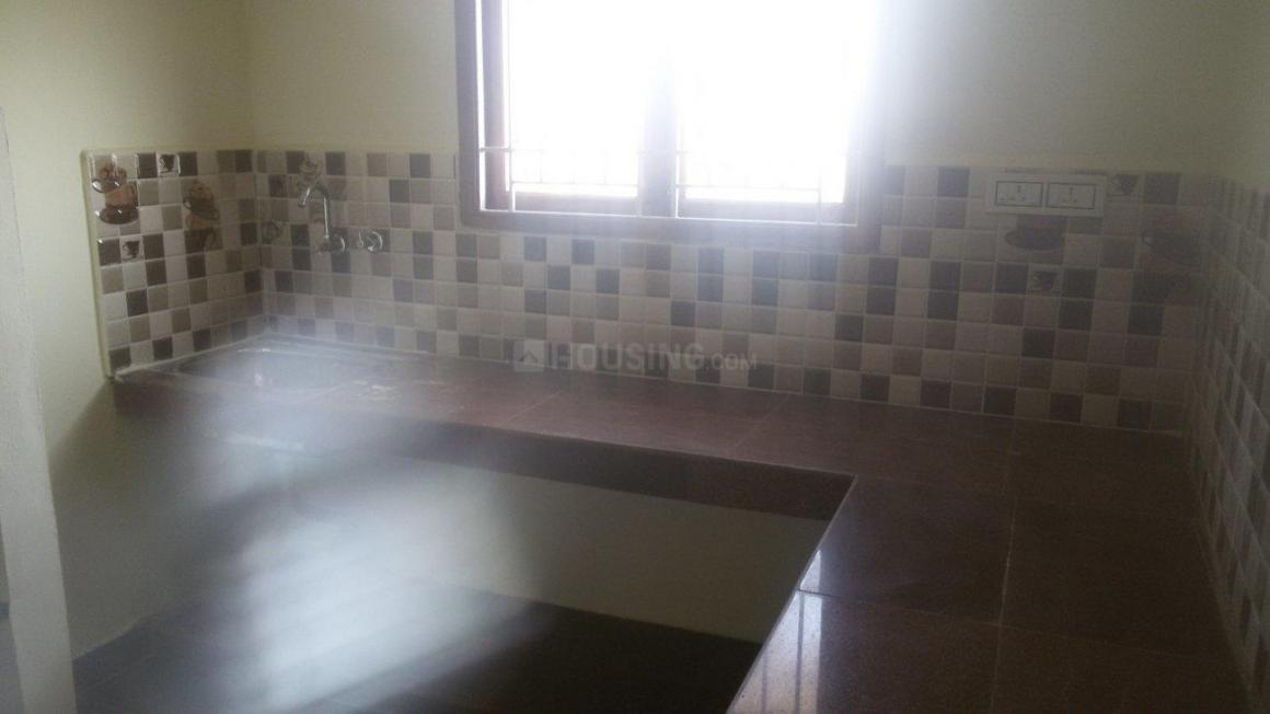 Kitchen Image of 1300 Sq.ft 2 BHK Apartment for rent in Oragadam for 11000