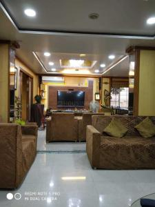 Gallery Cover Image of 1012 Sq.ft 2 BHK Apartment for rent in Gultekdi for 16000