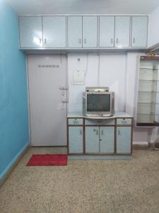 Gallery Cover Image of 275 Sq.ft 1 RK Apartment for rent in Bindra Complex, Andheri East for 17000