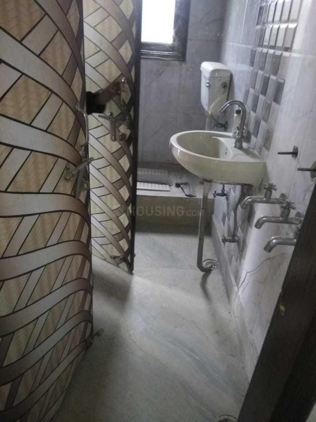 Common Bathroom Image of 1000 Sq.ft 3 BHK Independent Floor for rent in Bindapur for 16000
