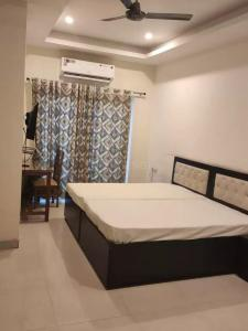 Gallery Cover Image of 200 Sq.ft 1 RK Independent Floor for rent in DLF Phase 1 for 18000