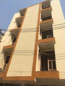 Gallery Cover Image of 750 Sq.ft 2 BHK Independent Floor for buy in Sector 105 for 2300000