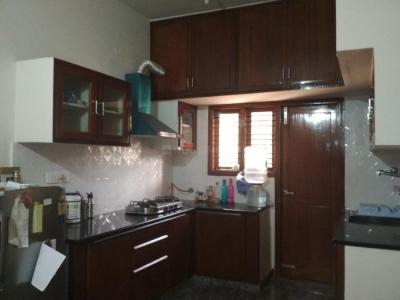 Gallery Cover Image of 1250 Sq.ft 2 BHK Apartment for rent in Indira Nagar for 38000