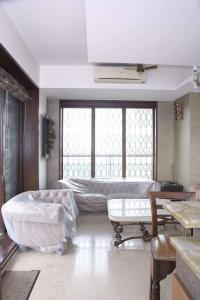 Gallery Cover Image of 4200 Sq.ft 4 BHK Independent Floor for rent in Juhu for 360000