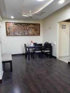 Gallery Cover Image of 1000 Sq.ft 2 BHK Apartment for rent in Powai Cosmopolitan Housing Society, Powai for 38000