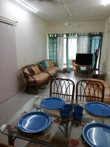 Gallery Cover Image of 1300 Sq.ft 3 BHK Apartment for buy in Vile Parle East for 35000000