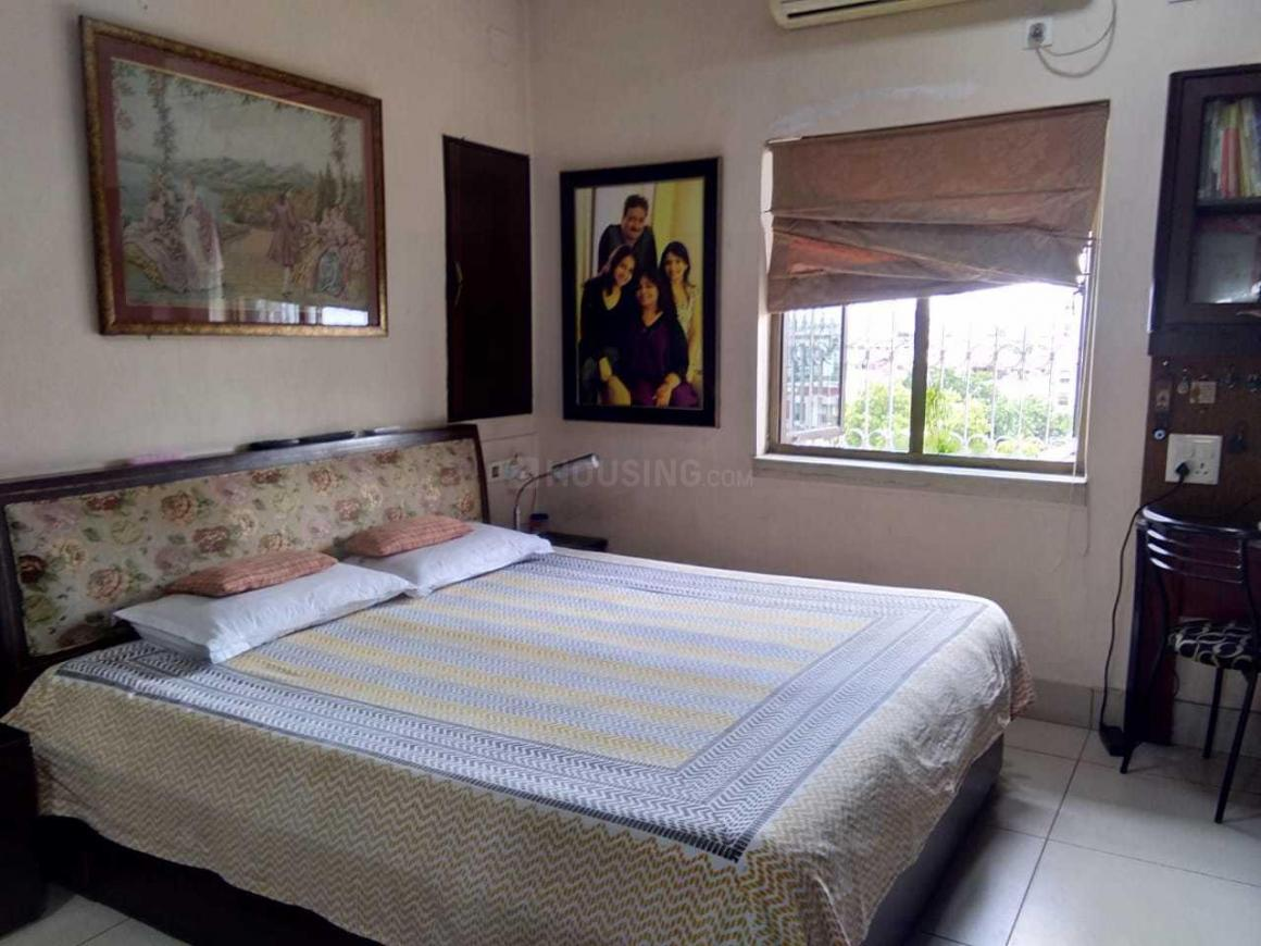 Bedroom Image of 1200 Sq.ft 2 BHK Apartment for rent in Bhowanipore for 60000