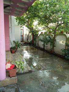 Gallery Cover Image of 3600 Sq.ft 4 BHK Independent House for rent in Solanipuram for 15000