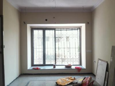 Gallery Cover Image of 850 Sq.ft 2 BHK Apartment for buy in Malad West for 18500000