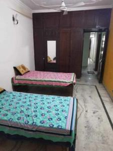 Bedroom Image of Kings Accommodation PG in Chittaranjan Park