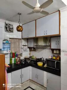 Gallery Cover Image of 1450 Sq.ft 4 BHK Apartment for buy in Mayur Vihar for 15500000