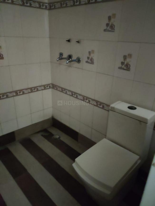 Common Bathroom Image of 1350 Sq.ft 3 BHK Independent Floor for rent in Janakpuri for 40000