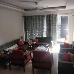 Gallery Cover Image of 1600 Sq.ft 3 BHK Independent Floor for rent in Sector 41 for 48000