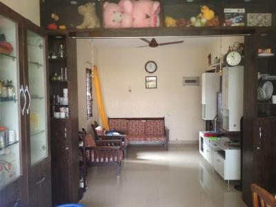 Gallery Cover Image of 1200 Sq.ft 2 BHK Apartment for rent in Shingapura for 16000