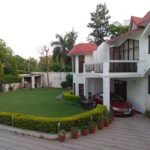 Gallery Cover Image of 5000 Sq.ft 4 BHK Villa for buy in Sainik Farm for 95000000