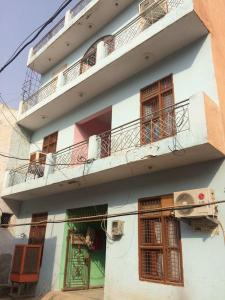 Gallery Cover Image of 150 Sq.ft 1 RK Independent Floor for rent in Sector 33 for 4000