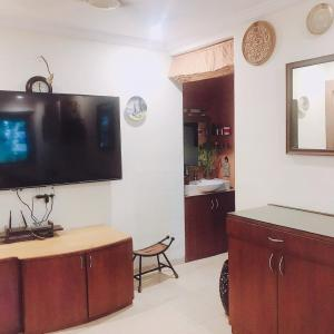 Gallery Cover Image of 730 Sq.ft 2 BHK Apartment for rent in Andheri West for 55000