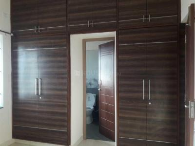 Gallery Cover Image of 1400 Sq.ft 3 BHK Apartment for rent in Velachery for 23000