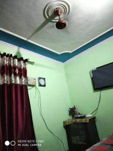 Gallery Cover Image of 1200 Sq.ft 4 BHK Independent Floor for rent in Mehrauli for 18000